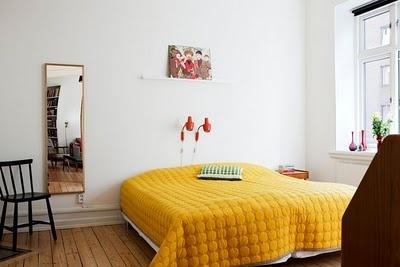 varmt gult sengetæppe, synes ellers de er kedelige sengetæpperne fra Hay