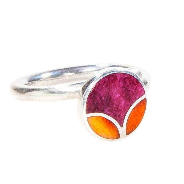 Anillo Tulipán Naranja. Anillo de plata con incrustaciones de spondylus púrpura y morado. www.ccusi.com