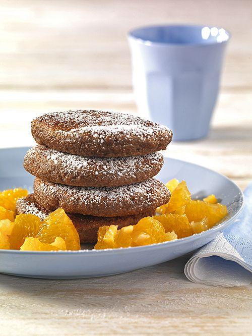 Quark-Grießpuffer mit Orangenkompott | Milcheiweiß (Kasein) und Weizeneiweiß (Gluten) ergänzen sich zu einem wertvollen Mix. Die Früchte liefern Vitamin C und Betacarotin.