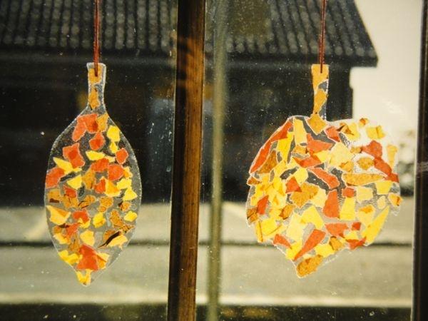 feuilles d'automne avec déchets de papier de soie laminés ou sur papier adhésif transparent
