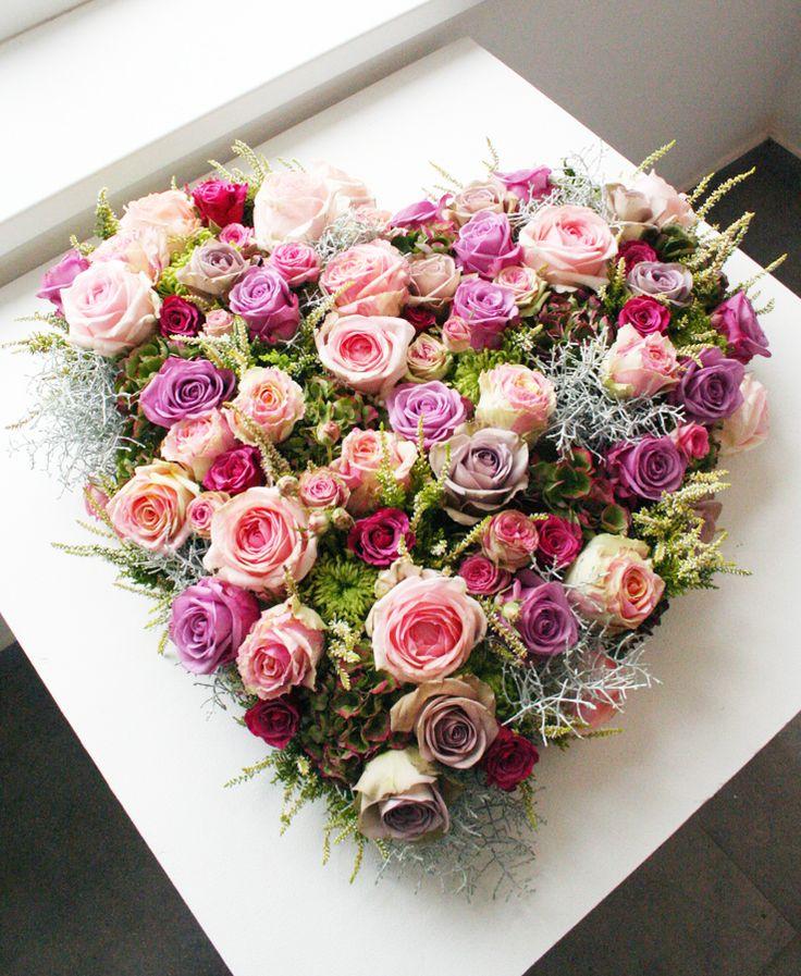 hart met mix van roze rozen