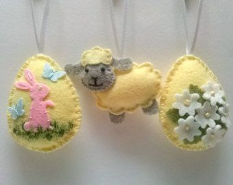 Felt easter decoration - felt egg with bunny and butterflies / choice of background color green,blue,yellow  Listing is for 1 ornament  Size of my