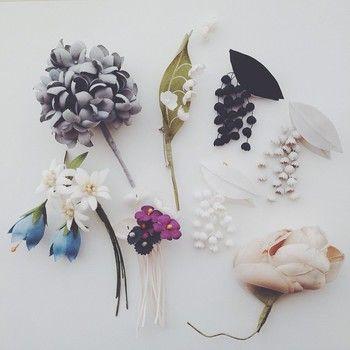 こちらは新作のアジサイ、スズラン、バラ、エーデルワイス、キキョウのブローチ。
