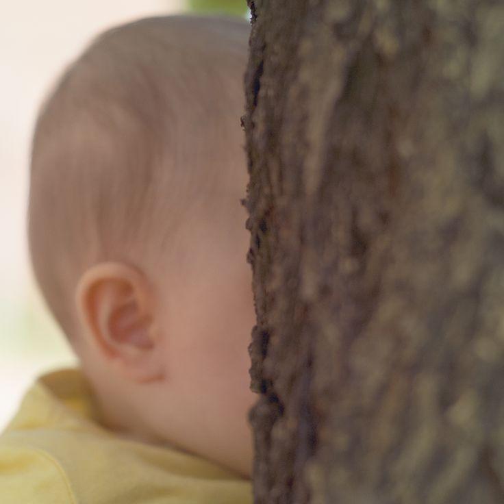 Ritratto di bimba con albero