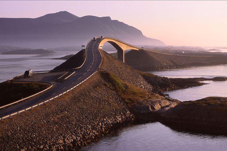 Rij letterlijk een weg over de Atlantische oceaan.