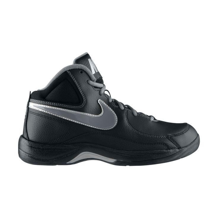 Τα παπούτσια  NikeTheOverplayVII σε μαύρο χρώμα, με το συνδυασμό δερμάτινων και συνθετικών υλικών που διαθέτουν, είναι ιδανικά για όποιον αγαπά το μπάσκετ και θέλει ένα σίγουρο πάτημα. Διατίθενται σε πολύ οικονομική τιμή.