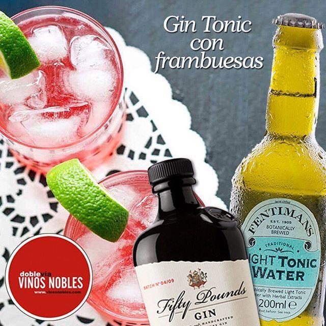 Hoy te enseñamos a preparar este refrescante Gin Tonic con frambuesas y limón con nuestra tónica #Fentimans #VinosNobles  imagen vìa http://goo.gl/9DODK6 .  Necesitas:  6 cucharadas de frambuesas, 1/2 cucharadita de azúcar, 1 cucharada de jugo de limón, hielo, 6 cucharadas de ginebra, agua tónica Fentimans y 1 limón.  Tritura las frambuesas y su jugo. Coloca el jugo en un vaso y luego agrega el jugo de limón. Añade el edulcorante y revuelve hasta disolver. Agrega el hielo, la ginebra y el…