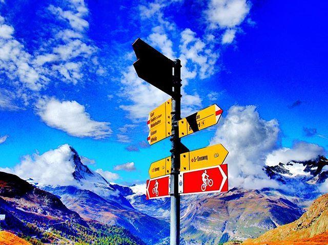 ビルに囲まれた都会で過ごしているから たまにはゆっくり大自然に触れる時間も大切** #スイス #ツェルマット #ハイキング #山 #自然 #swiss #switzerland #hiking #sky #mountain #nature #instalike #beautiful #epl3 #olympus  #一眼レフ #写真 #絶景 #風景写真 #ファインダー越しの私の世界 #写真すきな人と繋がりたい #カメラ好きな人と繋がりたい