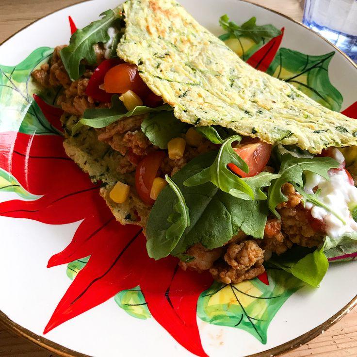 muskelfoder - myrecipe - taco tacos wrap 🌮 supergod & nyttig lowcarb+lågkalori zucchini(-broccoli blomkål morot)-tortilla! Kärlek vid första tugga! Recept: Riv 1 zucchini och press ur vätska. Blanda med 1 ägg, 1/2msk fiberhusk, 2msk kokosmjöl, salt + peppar. Dela deg på två, platta tortillas på ett bakplåtspapper, grädda i ugn 20-25min 175*.