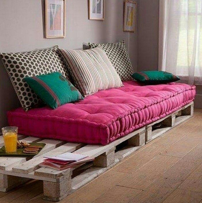 Sofa made of palettes.