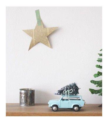 Kerstboom . december deco in kids bedroom . déco de décembre pour chambre d'enfant