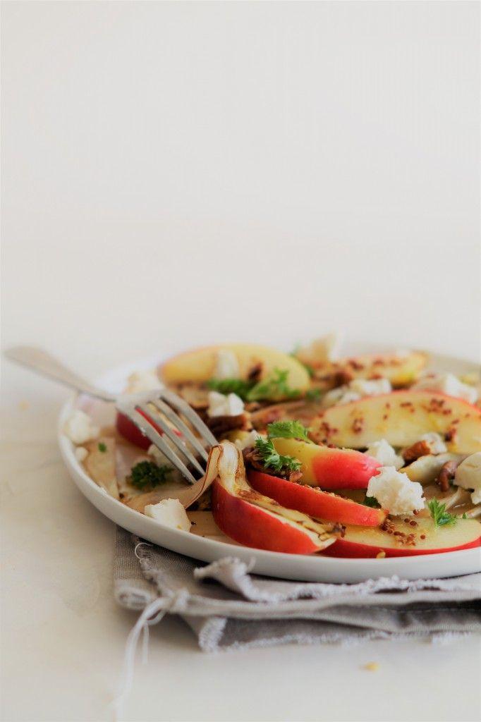 WITLOFSALADE MET APPEL EN GEITENKAAS Deze heerlijke witlofsalade moet je echt een keer geprobeerd hebben. De witlof krijgt een heerlijke smaak door de dressing en smaakt zo goed in combinatie met de zoete appel. Dit heb je nodig voor 1 persoon: 2 stronkjes witlof, in stukjes gesneden 1 appel, in partjes 35 g geitenkaas, verkruimeld …