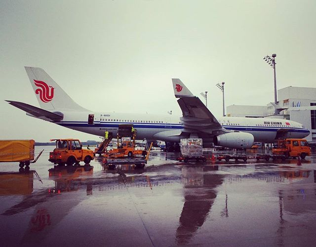Manhã chuvosa em Munique #airchina #airbus330 #munichairport