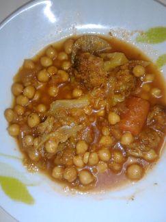 Cómo preparar Garbanzos con verdura, Recetas de Potajes, Cocidos y Guisos Vegetarianos y Veganos. Ingredientes: Brócoli / Brécol , Cebolla , Zanahoria ...