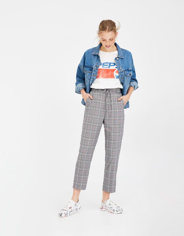 Pull Bear Mujer Ropa Pantalones Pantalon Tipo Tailoring De Cuadros Y Raya Roja Gris 09681385 V2018 Ropa Pantalones De Cuadros Pantalones Mujer