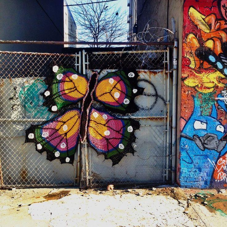 Sanatlı Bi Blog Örgü İplikleriyle Yapılan 14 Sevimli Sokak Sanatı Örneği: London Kaye Crochet 13