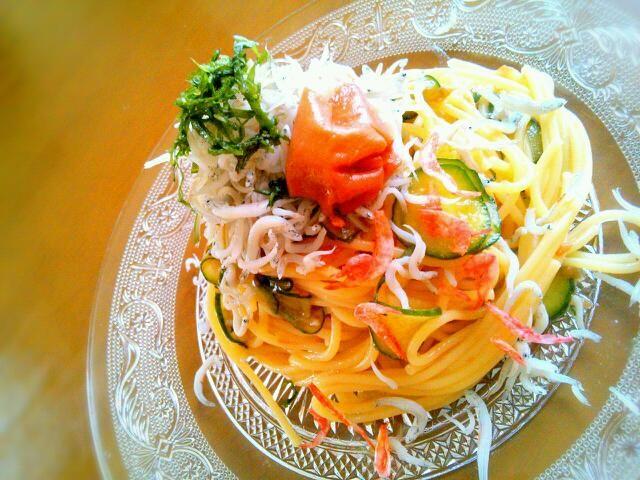 今日も暑い~(´Д`) さっぱり冷たい和風パスタでお昼ごはん♪ - 111件のもぐもぐ - 梅しそシラスパスタ by yukidarumama
