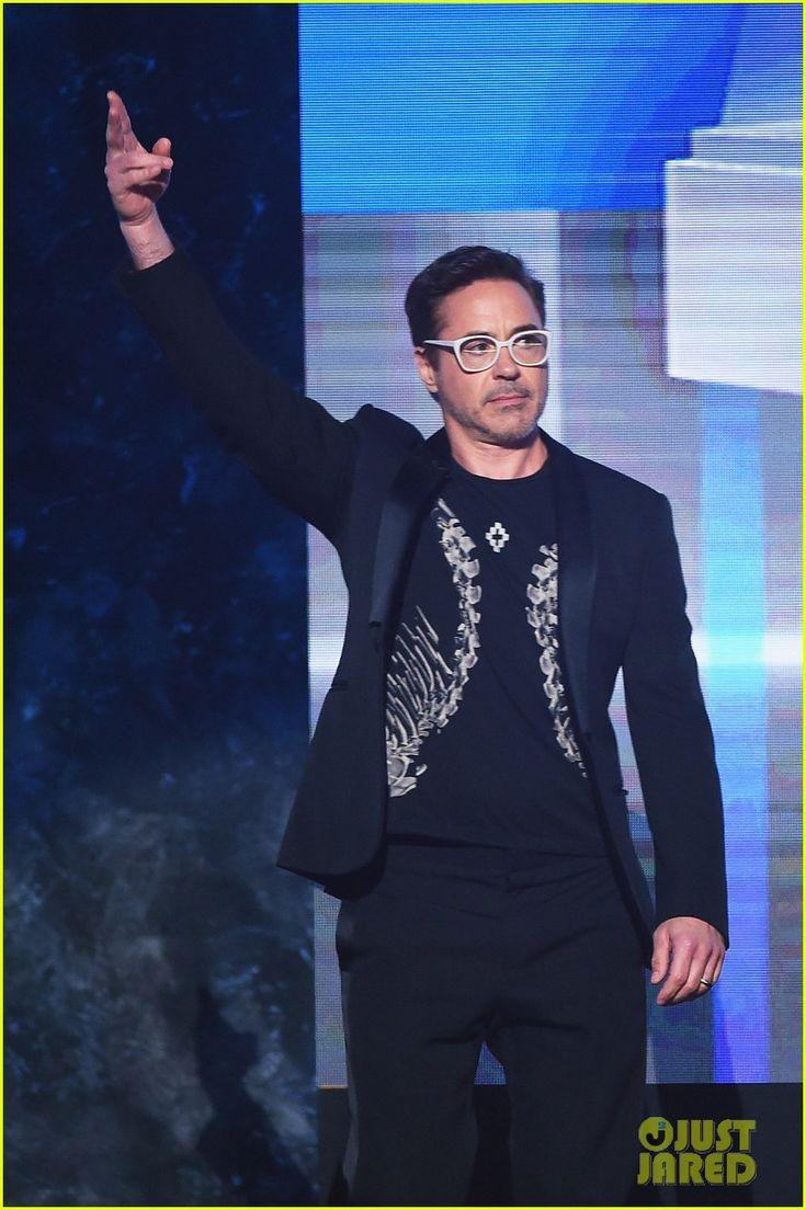 Zoe Saldana & Robert Downey Jr. Bring Marvel Power To AMAs 2016!