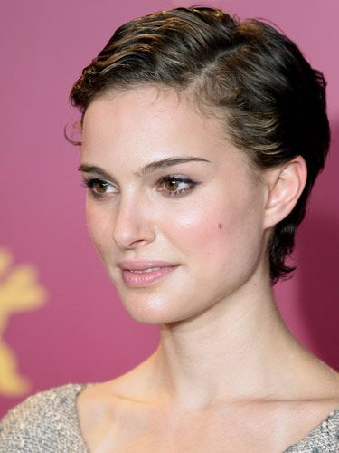 Doesn't Natalie Portman remind you of Audrey Hepburn with this sweetly cropped style?