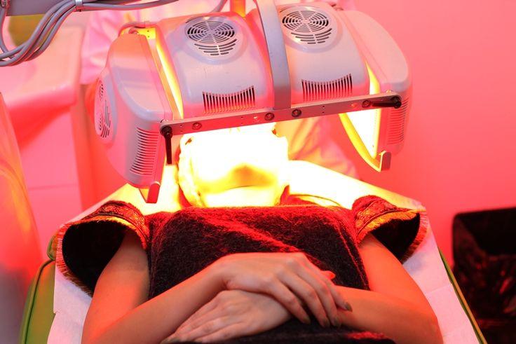Tratamentul facial cu LED asigura o piele neteda, fara imperfectiuni si te relaxeaza, prin cromoterapie: http://bit.ly/1P4fyxm