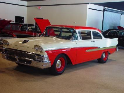 Ford Custom 300 sedan