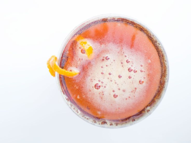 Lady Stone Heart - Punt e mes - champagne - simple syrup - angostura bitters - orange peel