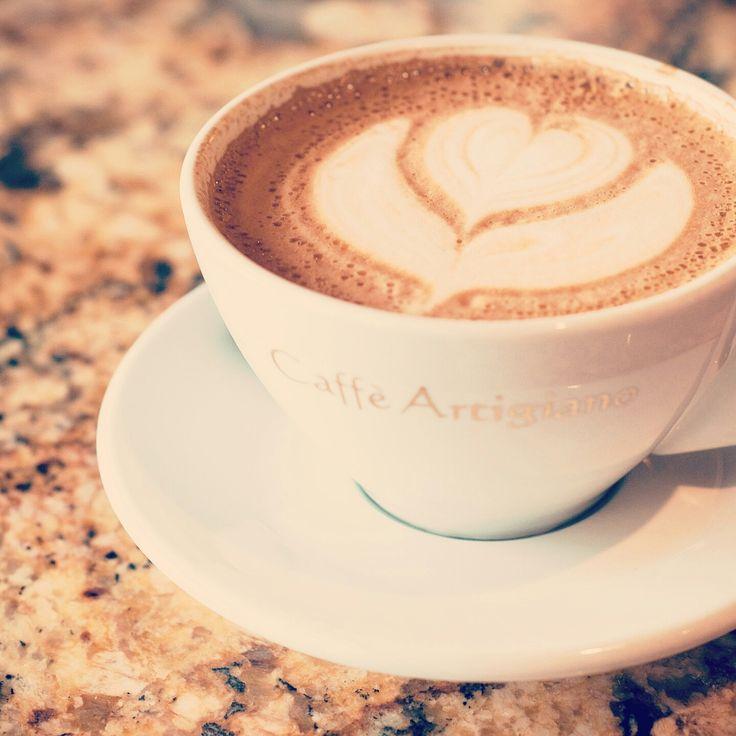 몸에 좋은 커피는 무엇일까요? 먼저, 현대인의 건강을 해치는 주요 원인을 알아야겠죠? 혹시, 활성산소라고 들어보셨나요? 우리가 호흡한 산소 중 일부가 자연적으로 불안정한 상태로 전환되는데 이것이 활성산소이며, 노화와 질병의 주된 원인입니다. 현대인이 걸리는 질병의 90%가 활성산소와 관련 있다고 하니 말이죠. 자, 다시 커피로 넘어올게요. 그렇다면, 몸에 좋은 커피란? 네~활성산소를 줄여주는 항산화물질을 함유한항산화커피입니다. 항산화커피를 꾸준히 마시면 마실수록 활성산소를 적정수치까지 낮춰져서노화방지, 질병유발방지, 미용관리 등에 좋다는 사실! 자주 마시는 커피, 이왕이면 몸에 좋은 커피 어떠세요? p.s 다음 시간에는 어떤 재료에 항산화 물질이 많이 들어있는지 알려드릴게요. #커피 #항산화커피 #카페 #바리스타