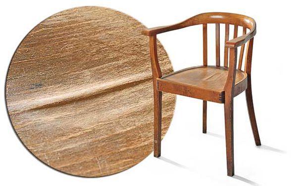 Das kaputte Furnier eines Sitzes kannst du selbst reparieren. Wir zeigen, wie es geht.