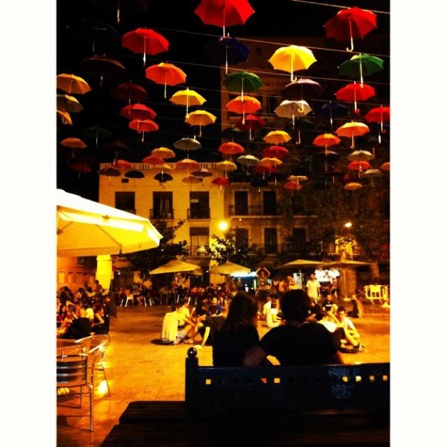Plaça del Sol, Barcelona. (paraigües temporals)