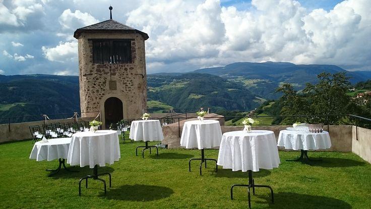 Hochzeit im Schloss, Panorama, heiraten in Südtirol, Dolomiten, Aperitif im Freien,
