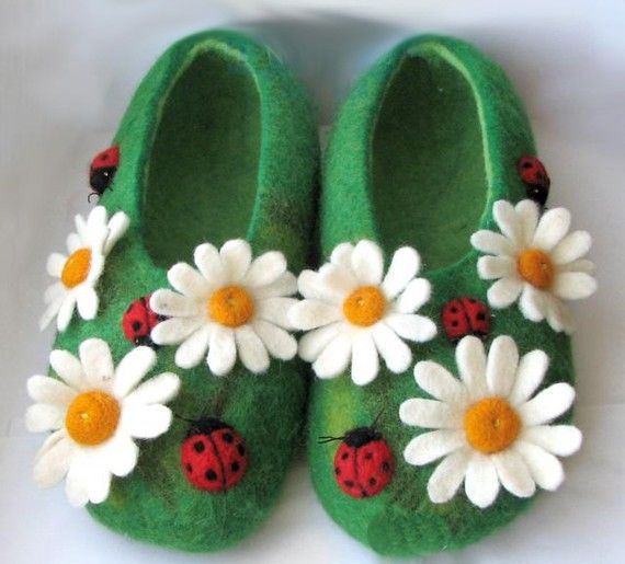 Daisy Slippers... with sweet ladies too! ;)