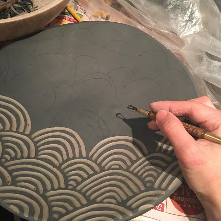 """737 curtidas, 4 comentários - Nicole Pepper (@modhome.ceramics) no Instagram: """"#pottery#sgraffito #clay #ceramics #pattern don't feel like I have accomplished anything until i am…"""""""