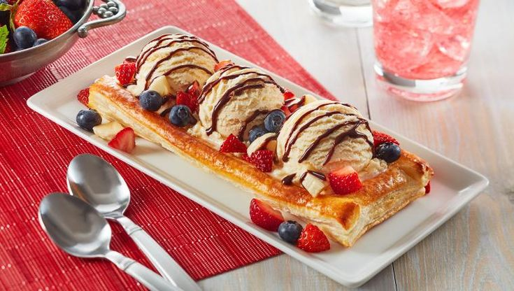 Wewalka Puff Pastry Sundae Boats: Ideal dessert or afternoon snack for your beach holiday...  http://wewalka.us/recipes/puff-pastry-sundae-boats