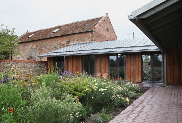VELFAC windows fits very well in this Barn conversion. The Old Barn in Norfolk. #windows #doors #garden