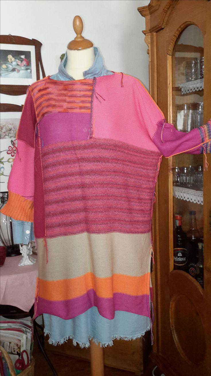 """TUNIKA - LONGPULLI bunt, frech, fransig - im modischen Oversized-Look in pink-Tönen mit beige und orange aus qualitativer reiner Baumwolle – angenehm und luftig für den Sommer, die Liebe zum Detail zeigen die Schlitze an den Seiten, das Lochmuster beim Bündchen und die Außenziernähte Größe: für S/M oversized – für L/XL """"normal"""" Maße: Breite 65 cm Länge 80 cm (einfach gemessen) UNIKAT - VERKAUFT kann in anderen Farben bestellt werden"""