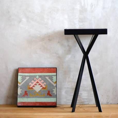Comprar mesa con baldosa hidráulica recuperada. Escoge el modelo de baldosa que más se adapte a tus gustos o decoración y crea tu mesa con su propia historia.
