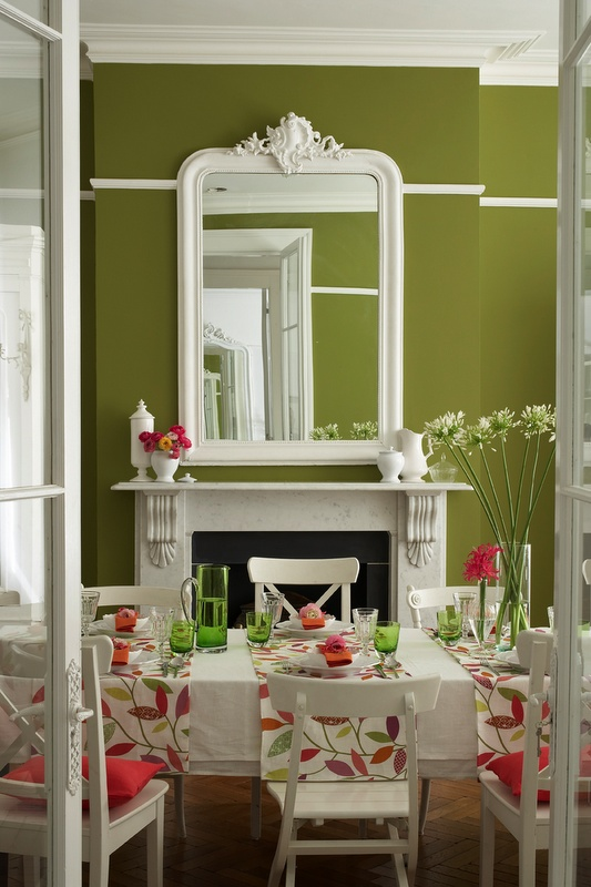 Pretty Green And White Room