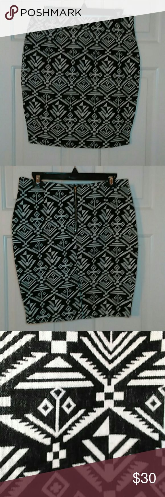 Aztec print skirt with back slit Black and ecru Aztec print mini skirt with back zipper and slit made in a cotton/spandex split for comfort. Skirts Mini