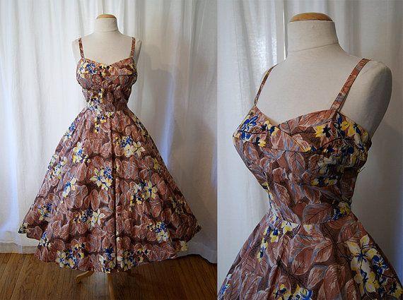 Love this style of hawaiian...: New Looks, Dresses 1950S Autumn, 1950S Clothing, Clothing Style, Dresses Tiki, 1950S Autumn Shades, Sun Dresses, Style Addiction, Vintage Style