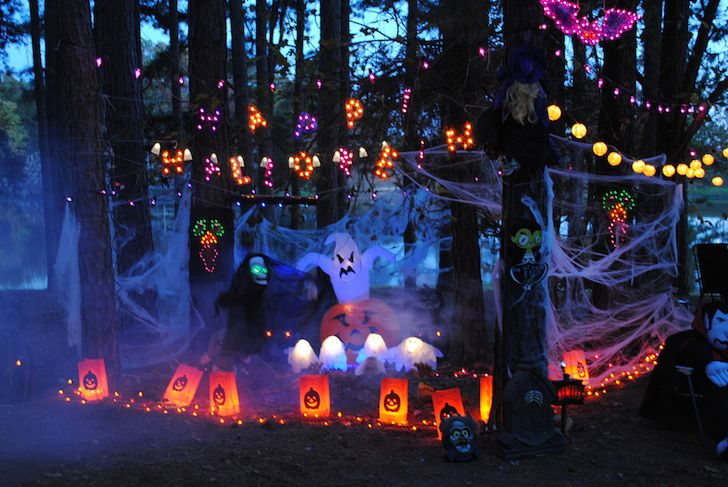 Halloween decorations aren't just for your house. Show your Halloween spirit with these RV decor ideas. http://www.doityourselfrv.com/rv-themed-halloween-images-will-delight-inspire/