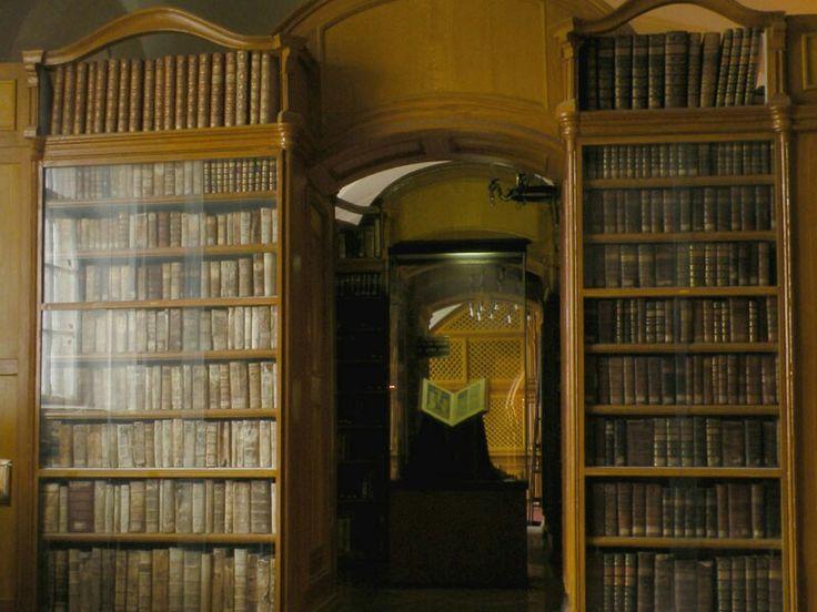 Sarlós Boldogasszony Ferences templom és kolostor műemlék könyvtár