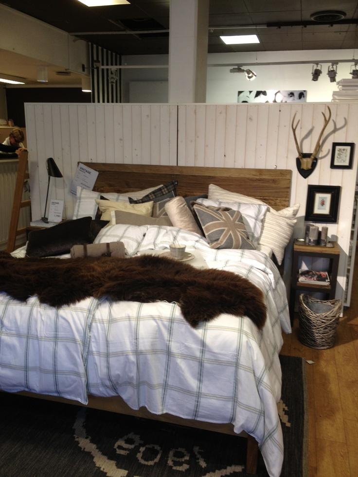 Säng med panelvägg och mörk sänggavel For the Home Pinterest Sänggavel och Mörk