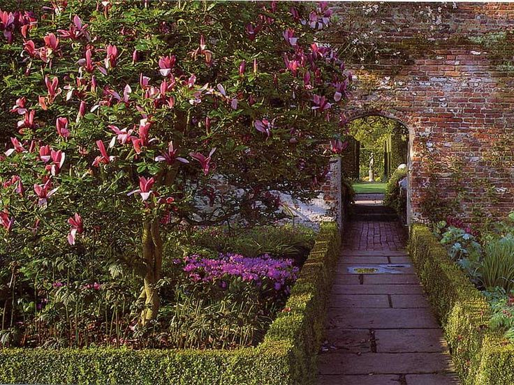 Sissinghurst Castle Garden - delightful gardens created in the 1930s by Vita Sackville-West, poet and gardening writer, and her husband Harold Nicolson, author and diplomat.     http://www.europebydesign.us/design1ourpolicy/Sissinghurst-castle-gardens.jpg