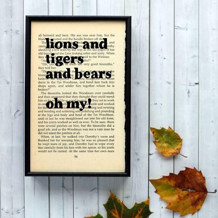 Plakát v dřevěném rámu Wizard of Oz Lions and Tigers | Bonami