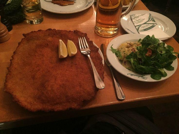 Schnitzel bei Figlmüller in Wien - das beste Schnitzel in Wien?   Hubert-testet