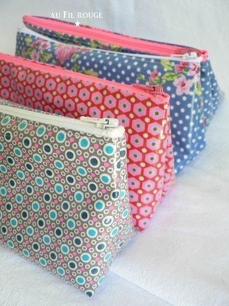 TUTO triangle side zipper pouch bag