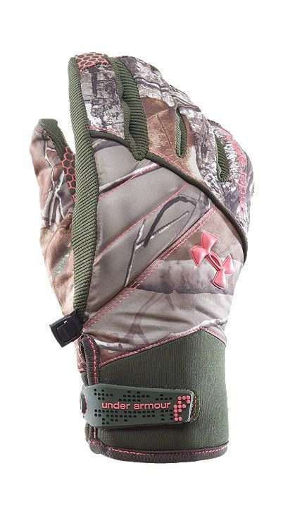 Ladies underarmour camo gloves- these will be my new hunting gloves<3