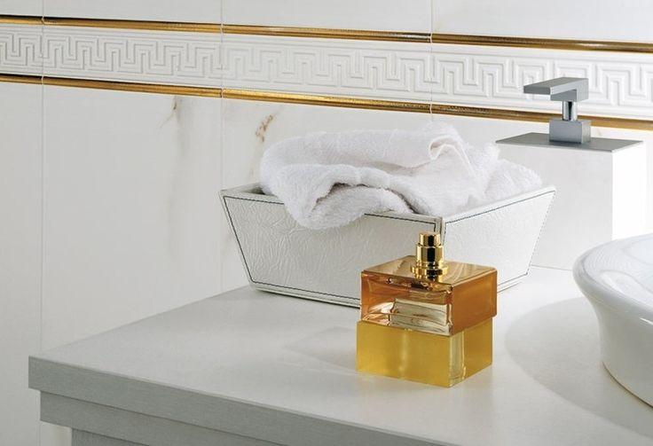 mármol color blanco bandas doradas