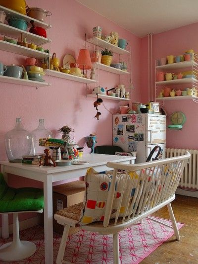 Pink Friday - Love the color! Blogs about colorful decor and crafts. Pottering in the paint shop and designs sometimes patterns Liandlo. For questions: pinkfriday@live.se love this shelving
