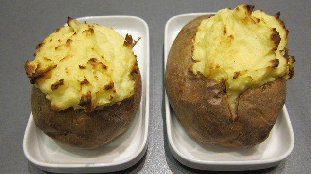 Bagt kartoffel med pikantost